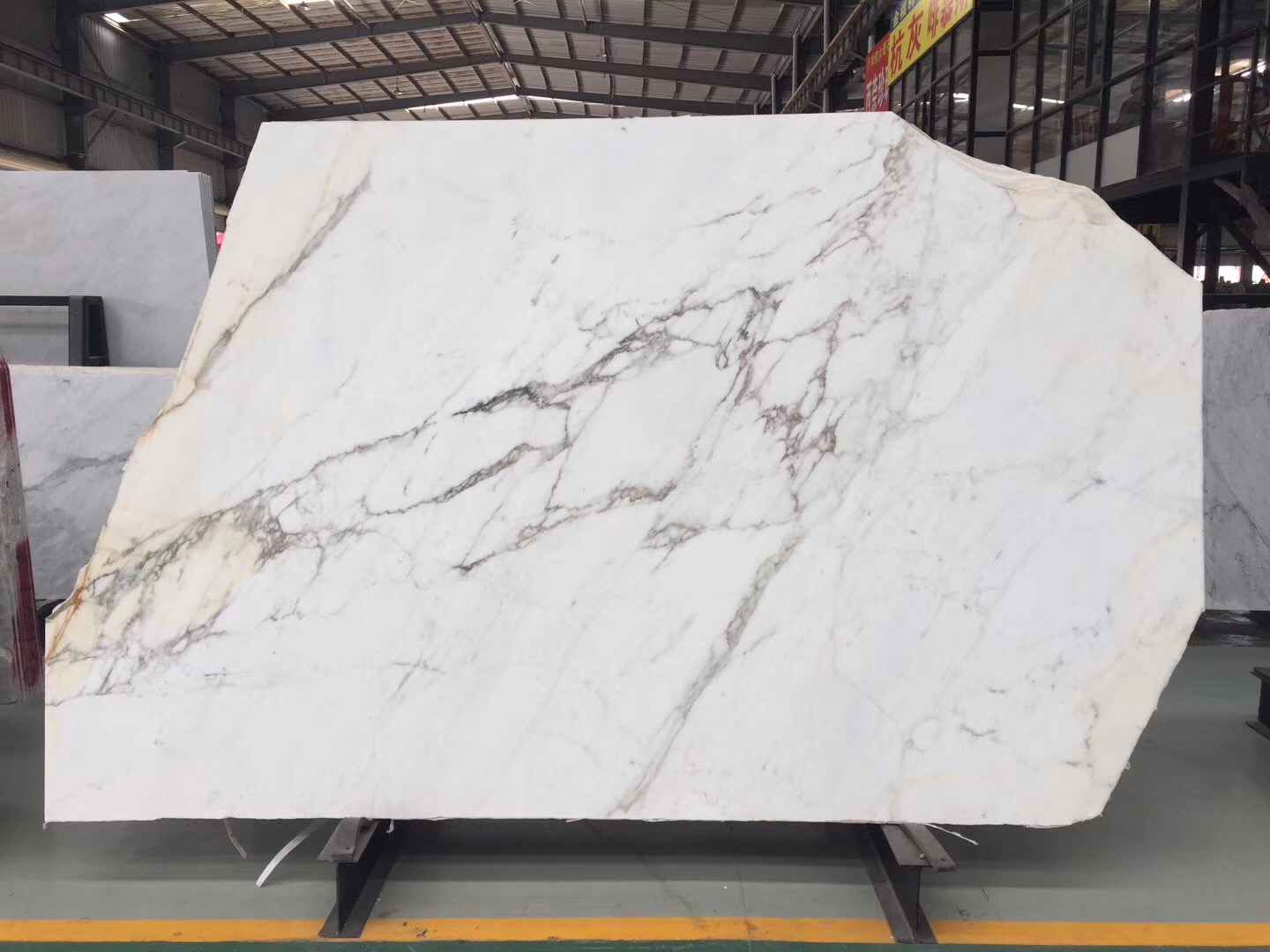 Calcutta gold marble,cost of calacatta gold marble,what is calcutta gold marble,calcutta gold marble kitchen,pictures of calcutta gold marble,marble white and gold