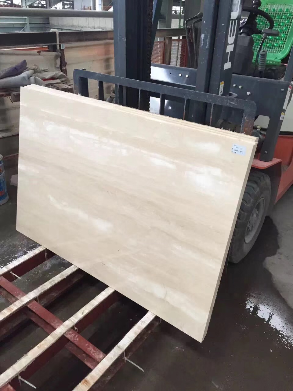 travertine,travertine tile,travertine floors,travertine pavers,travertine floor tile,travertine backsplash,travertine stone,silver travertine,travertine marble