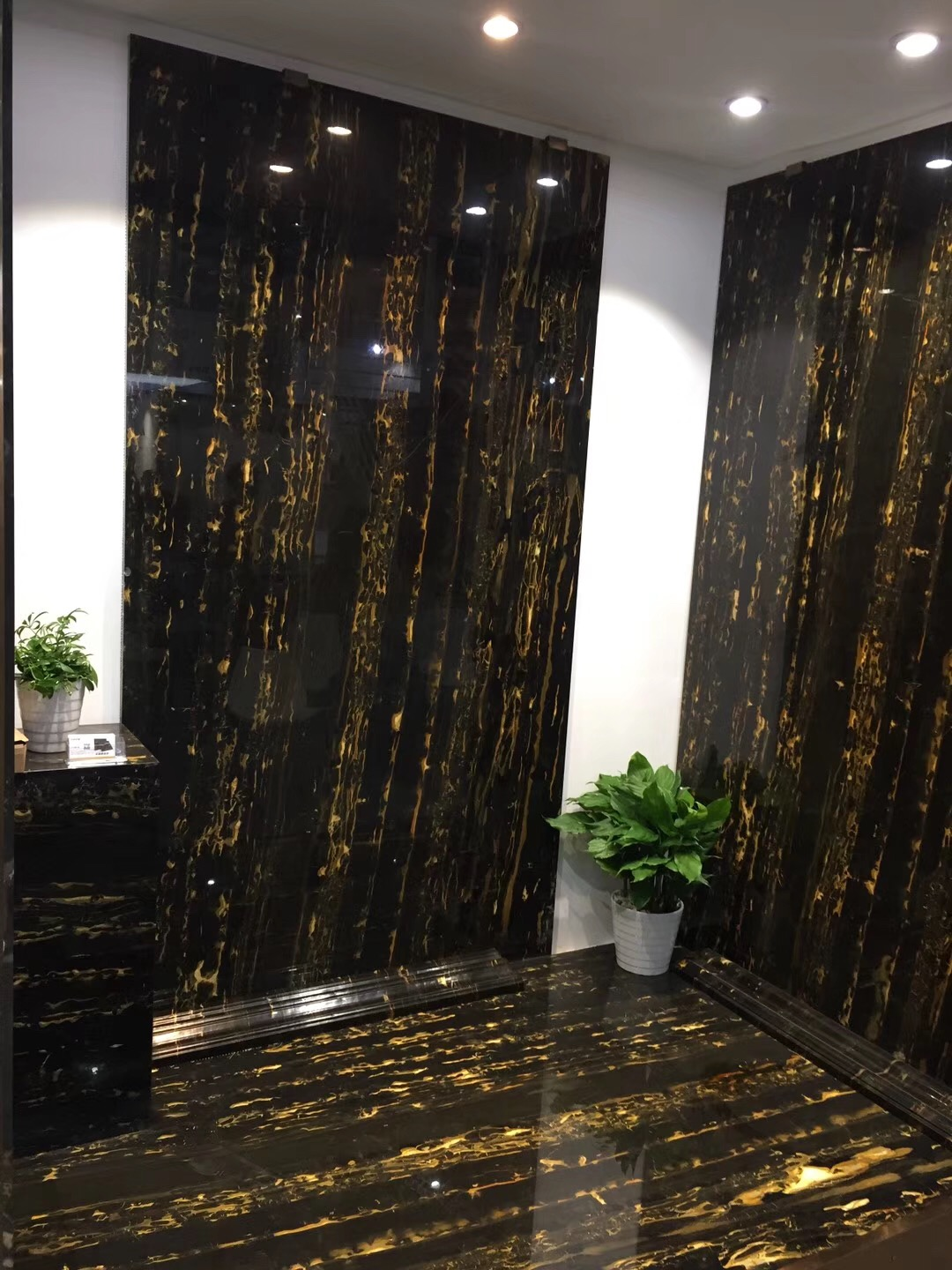Black marble, it can be so charming!